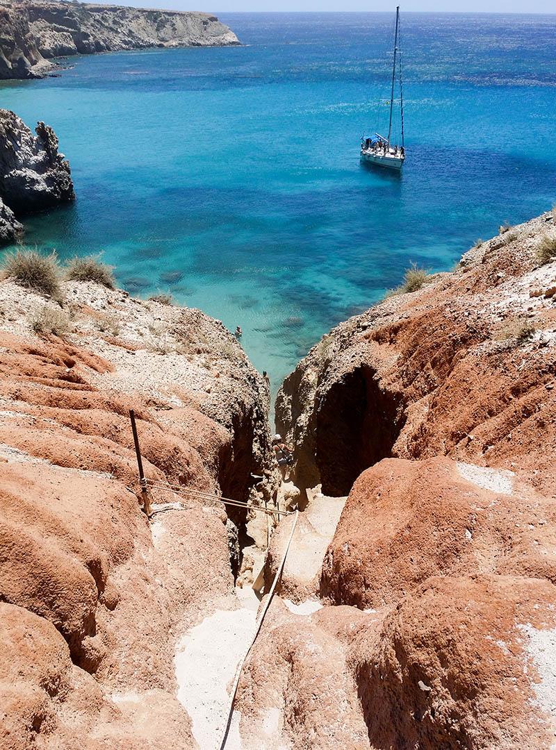 Спуск на пляж Циградо. Пока спускаешься, на голову сыплется песок. Кажется, что туда лезут только сумасшедшие