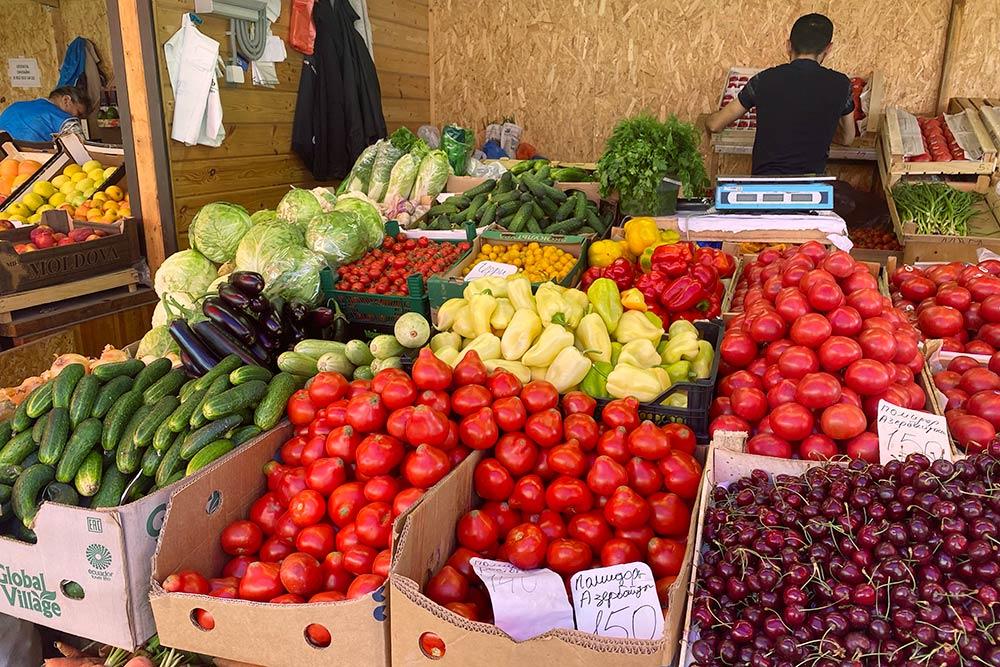 Если я еду в Москву, то беру с собой несколько килограммов помидоров, чтобы продержаться. В Туле люди знают, что у помидоров есть вкус, их можно есть как яблоко, просто с солью