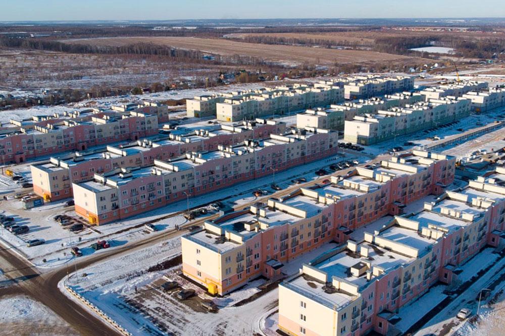 Есть и жилые комплексы в отдалении от города, до Тулы от них минут 30 на транспорте. Стоимость — от 40 тысяч за квадратный метр. Вариантов много