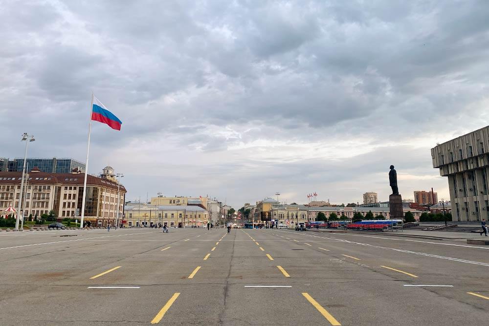 А это вид с главной площади на город
