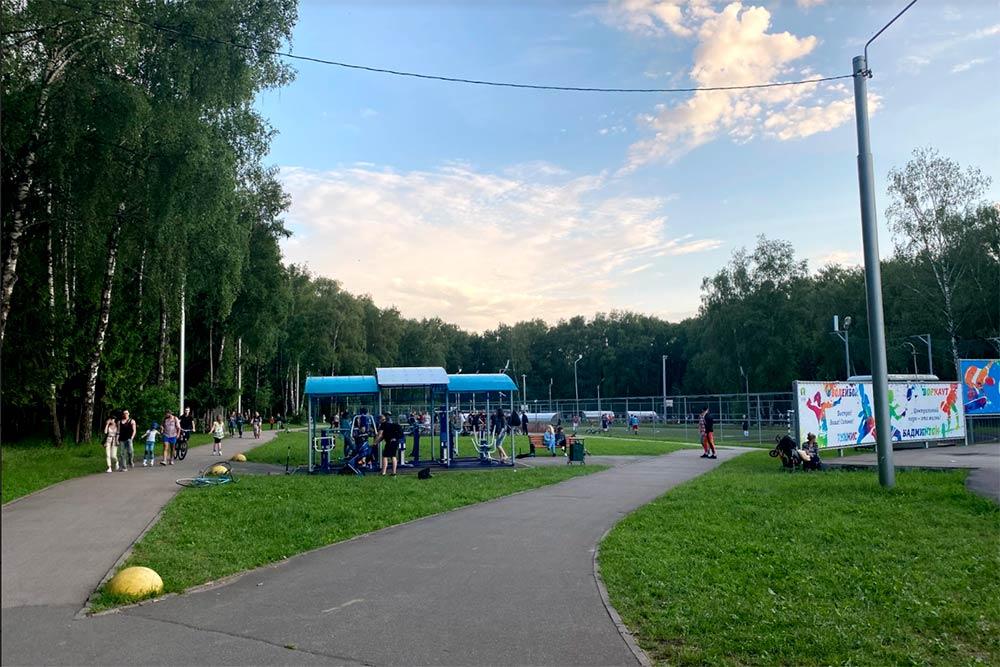 Спортивная зона Центрального парка. Отсюда невидно, но дальше еще волейбольные и баскетбольные поля и теннисные столы