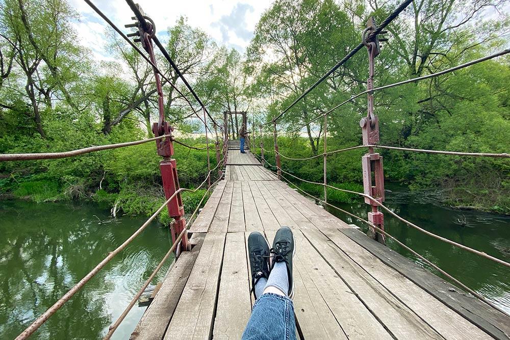 Это мы на подвесном мосту, а вокруг никого