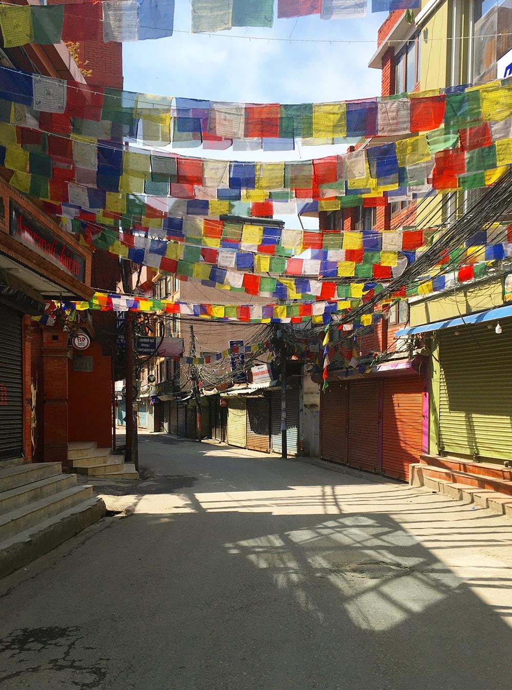 Опустевший Катманду, фотографии одной иззастрявших туристок— Юлии Широченко