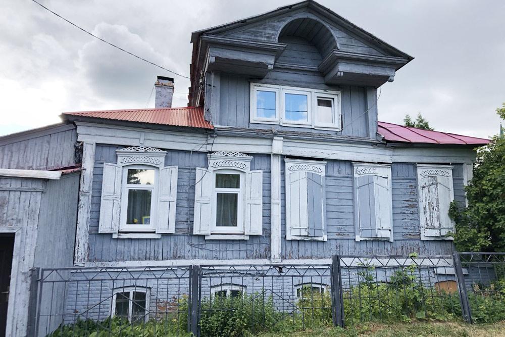 Такие образцы деревянной архитектуры сохранились рядом ссадом Салавата Юлаева