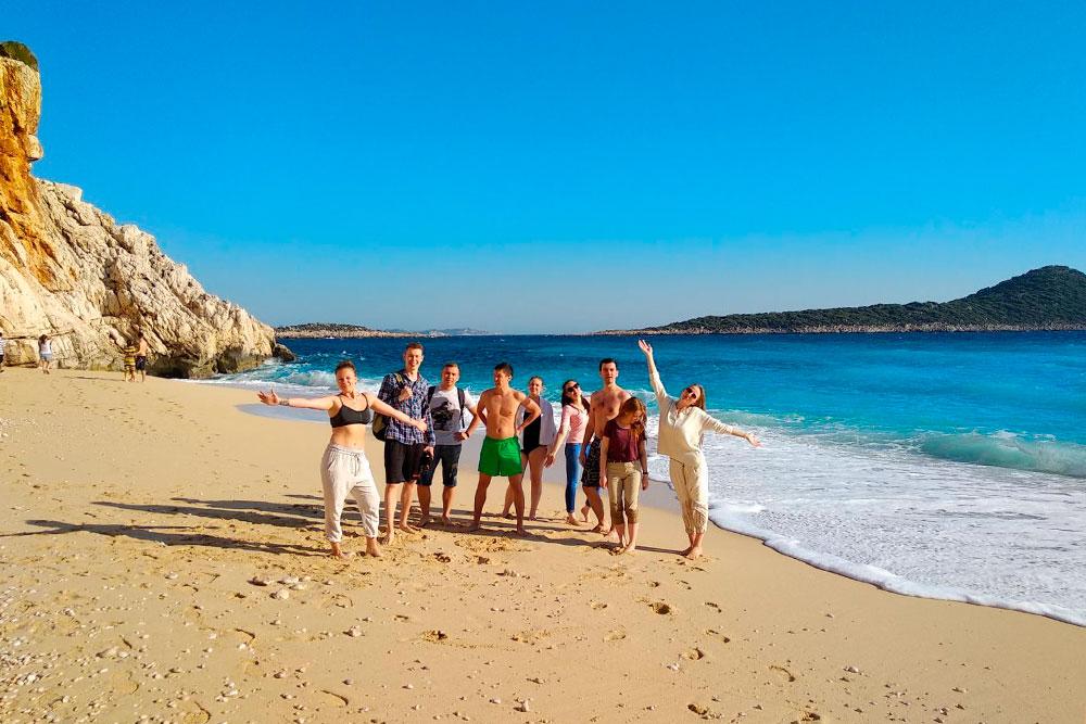 Команда трипа на пляже Капуташ. Как обычно, 9 человек из 10