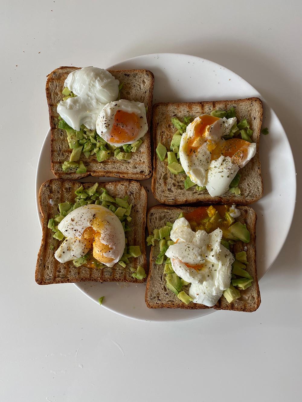 Avo egg toast — завтрак здорового человека