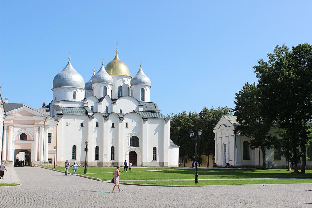 Софийский собор построен в 1045—1050 годах. За тысячу лет его несколько раз перестраивали