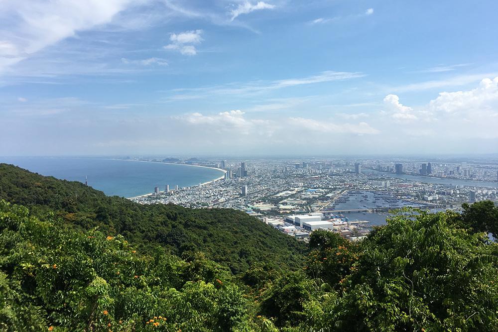 Вид на Дананг с полуострова Шон Тра — сейчас мы живем в этом городе
