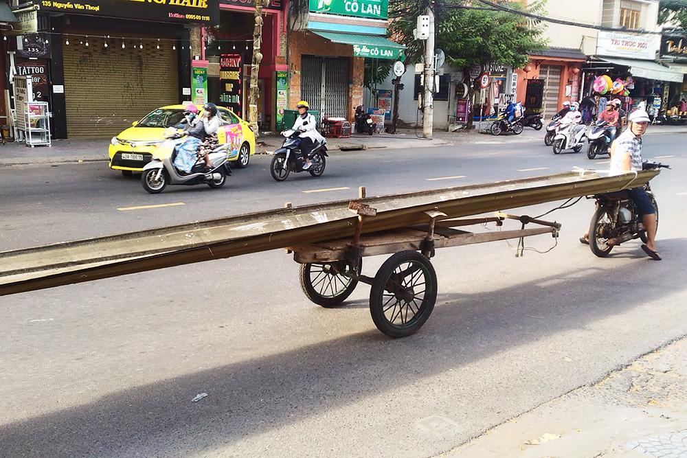 Если у вьетнамца есть байк и тележка, то длянего нет ничего невозможного