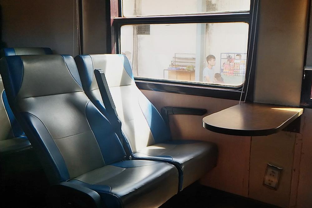 Сидячий вагон вьетнамского поезда
