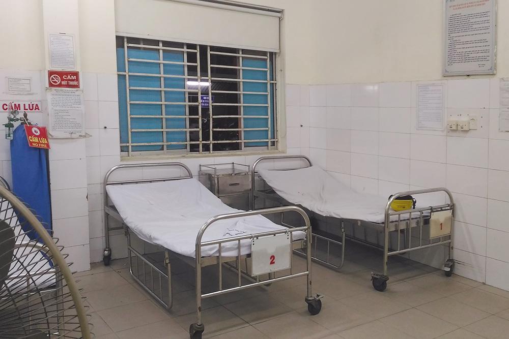 Палаты во вьетнамской больнице без кондиционеров, но есть вентиляторы