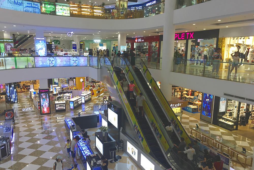Вьетнамский торговый центр — в основном тут продаются какие-то местные марки