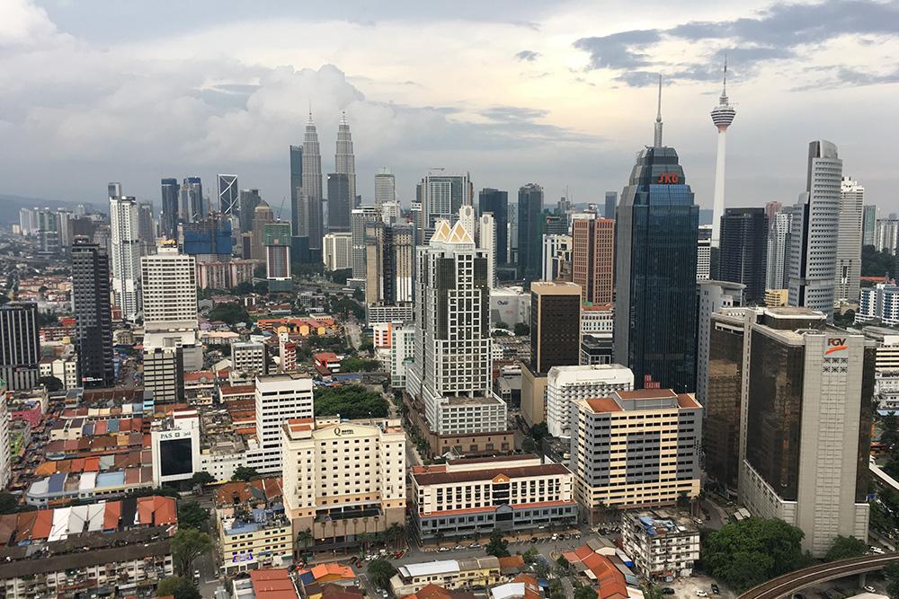 Вид на Куала-Лумпур с крыши нашего отеля