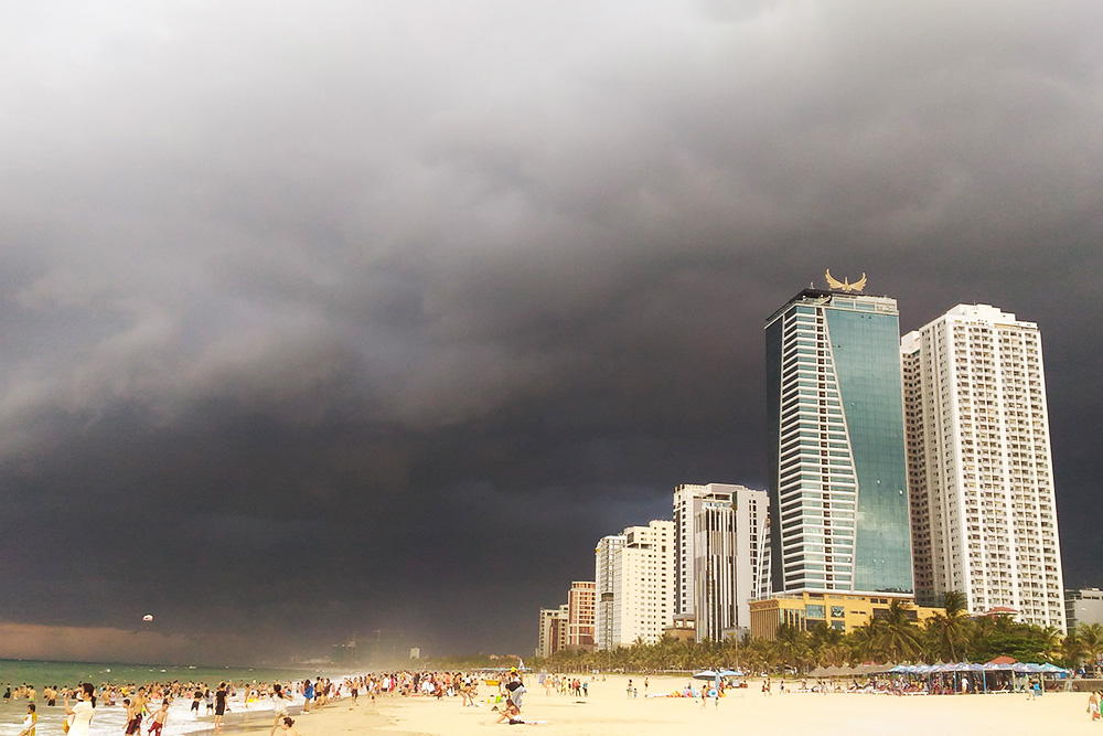 Туча на побережье, которая так и не перешла в дождь