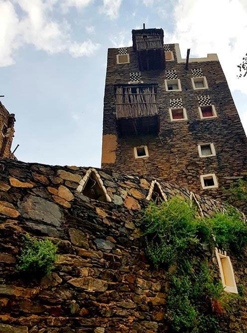 Каменные дома в деревне Риджаль аль-Маа — один из главных символов региона Асир