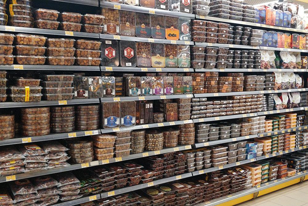 Найти финики в КСА можно даже в самом крошечном магазине, а в супермаркетах обычно подних отведен целый отдел