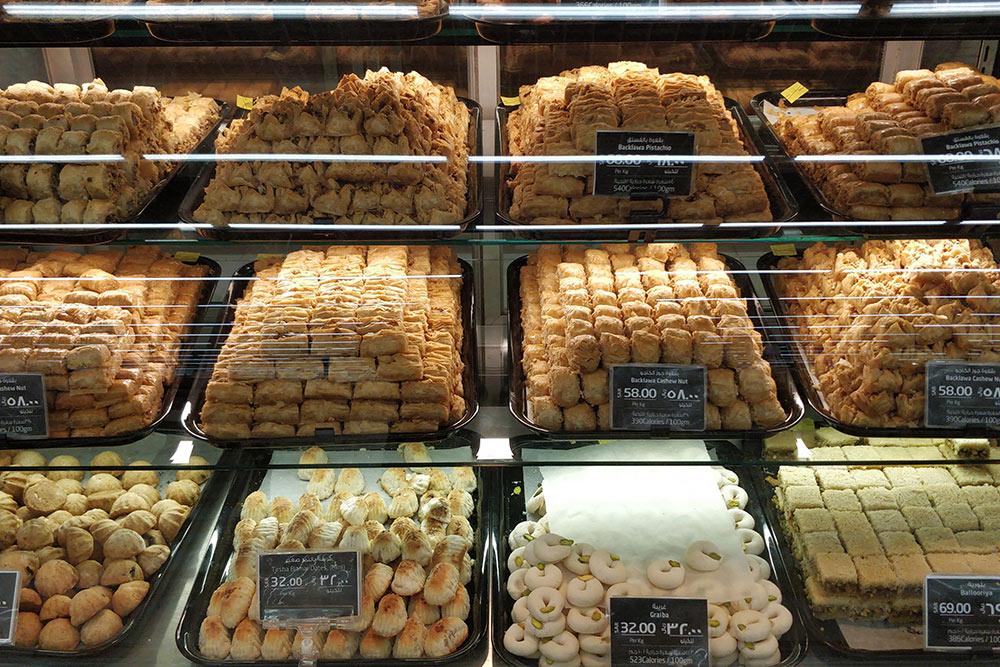 Свежие сладости можно купить в специальных магазинах или в больших супермаркетах