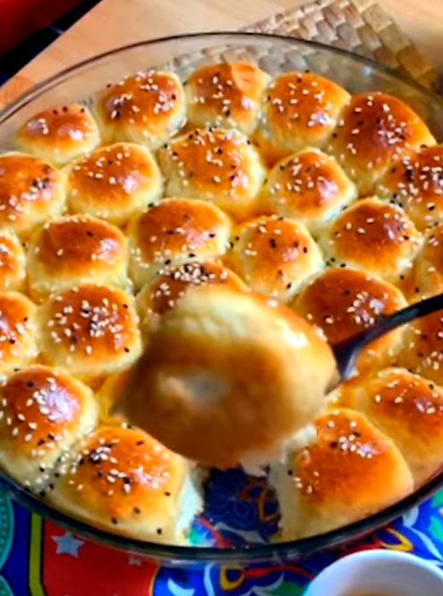 Эти булочки, начиненные сливочным сыром и политые сиропом, называются «халийя-нахель»