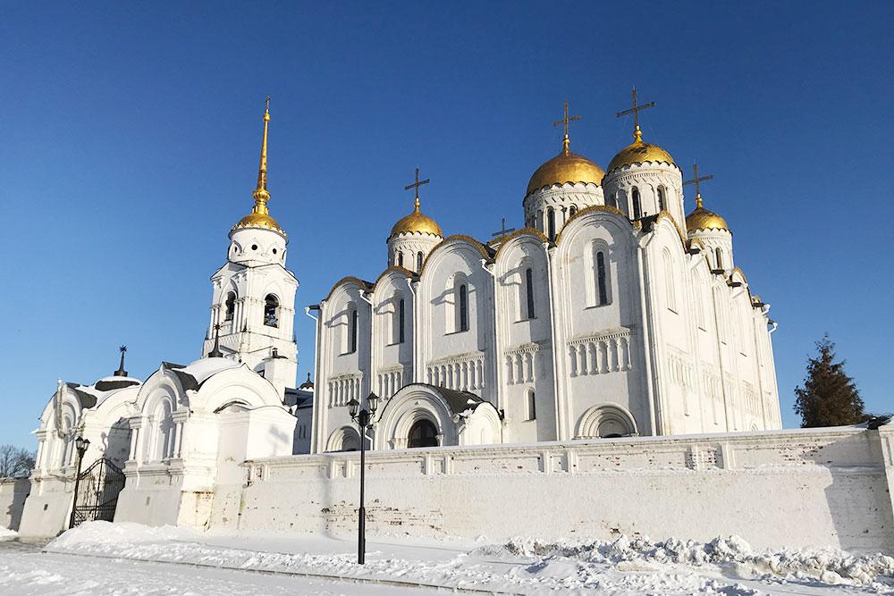 ВУспенском соборе венчали накняжение великих владимирских имосковских князей, втом числе Александра Невского иДмитрия Донского