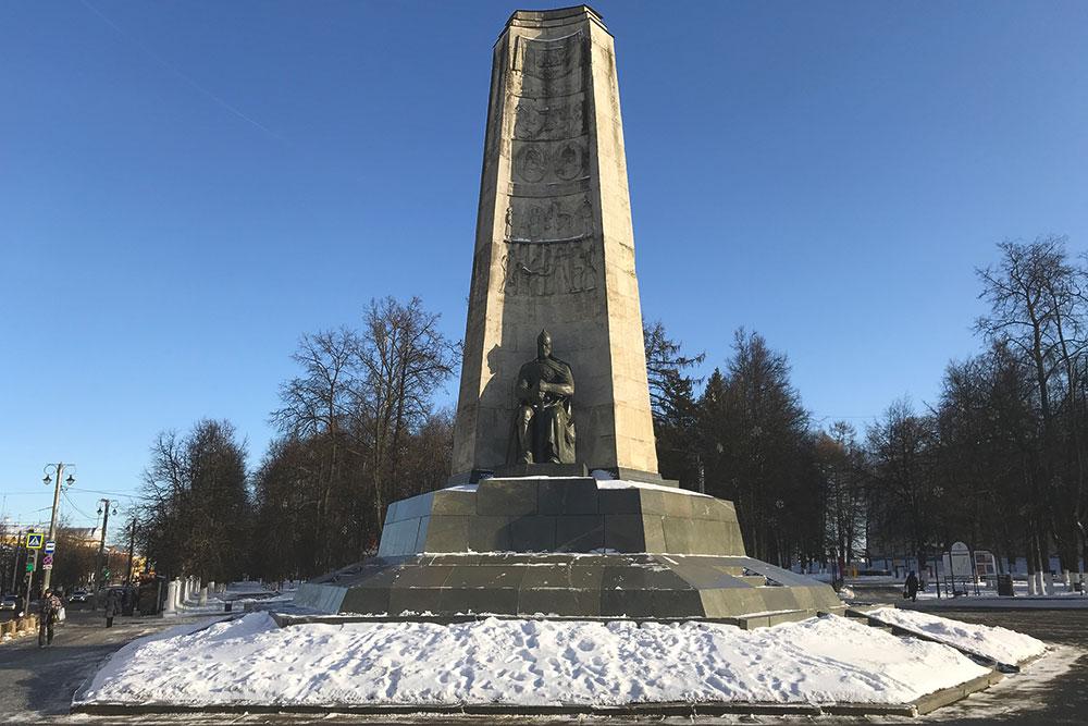 Соборная площадь. Монумент к850-летию города Владимира