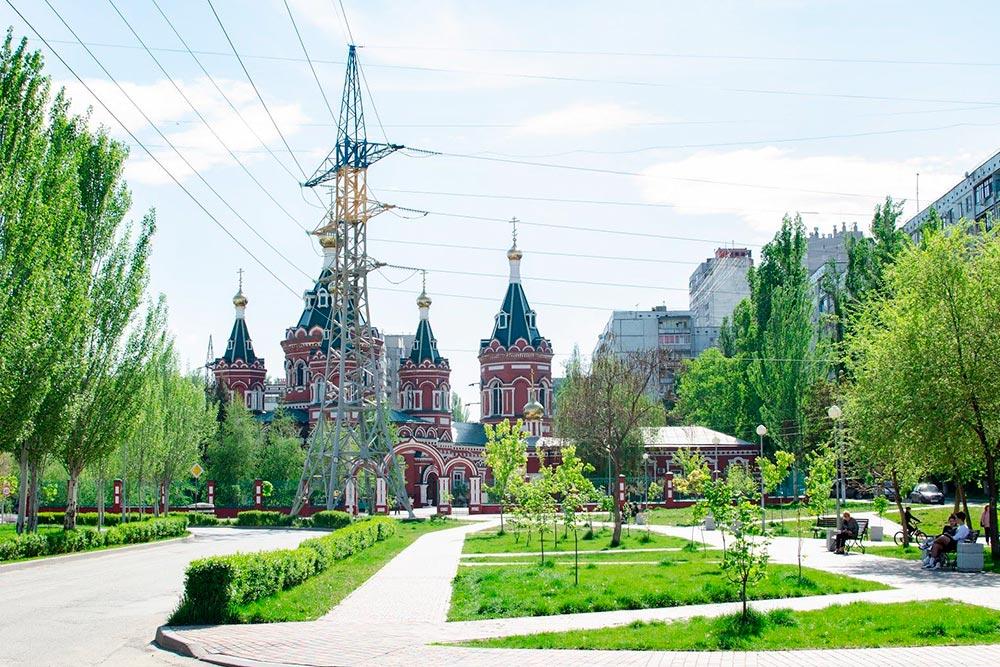 Казанский кафедральный собор и зеленая зона рядом сним вВорошиловском районе в10минутах отмоего дома