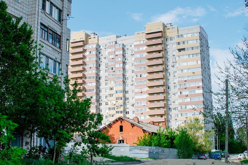 Дом в Ворошиловском районе, вкотором живу я. В2015году однокомнатная квартира обошлась мне в1,8млн рублей