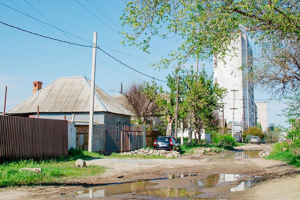 Частный сектор в Ворошиловском районе, неподалеку от моего дома. Асфальта здесь нет и никогда не было