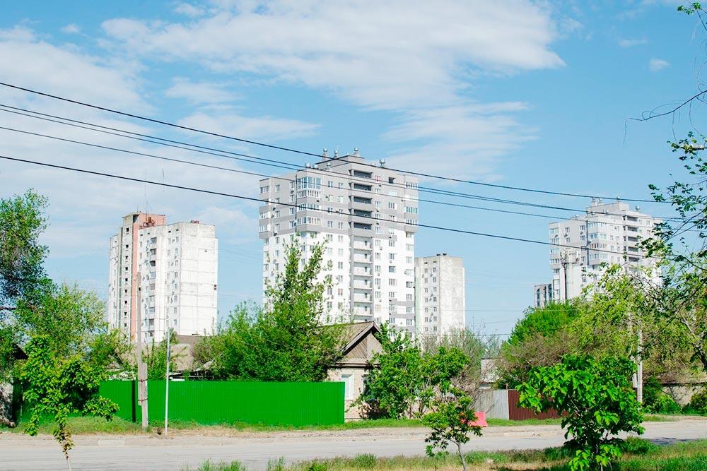 Часто в Волгограде соседствуют частные домики и высотки
