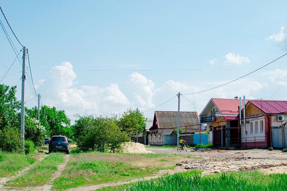 А это частный сектор в Советском районе — поселок Горьковский. Цены на такие дома начинаются от 1 млн рублей