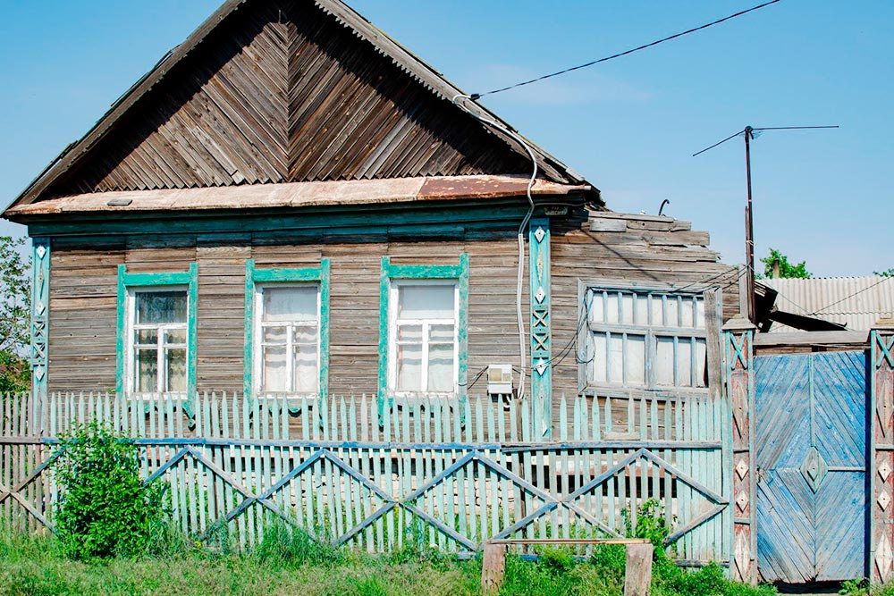 В Волгограде много где сохранились такие традиционные деревенские дома, этот — в Советском районе