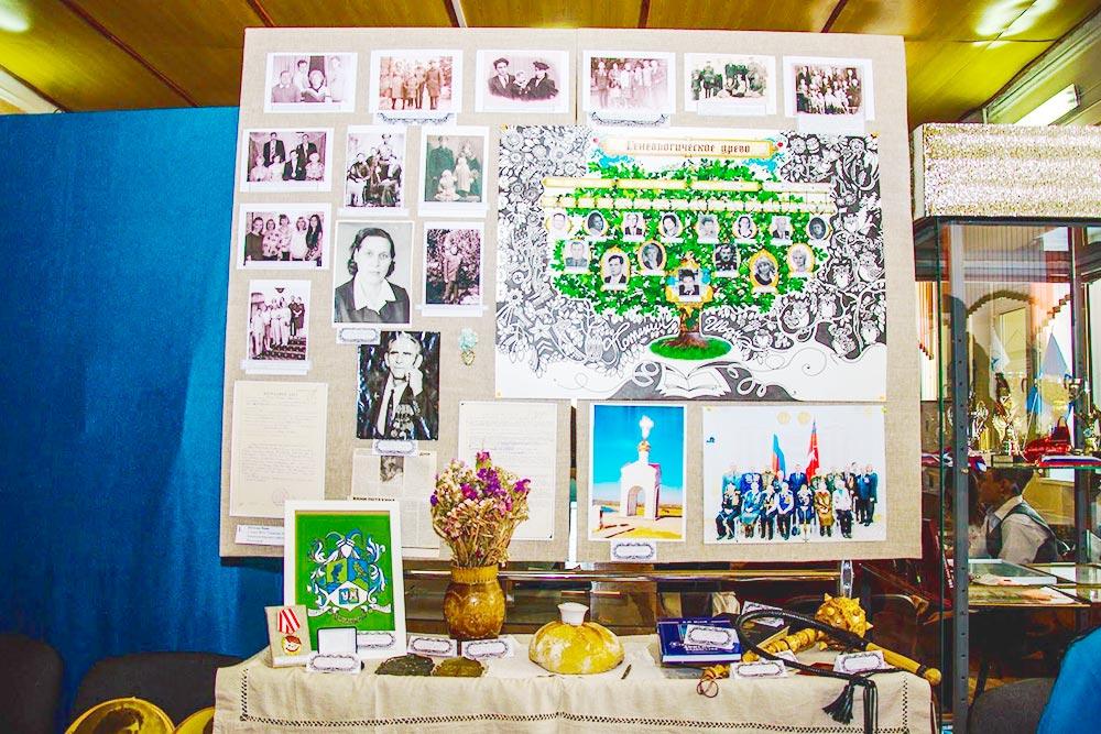 Участники оформляют генеалогические деревья, собирают старые фото и памятные вещи