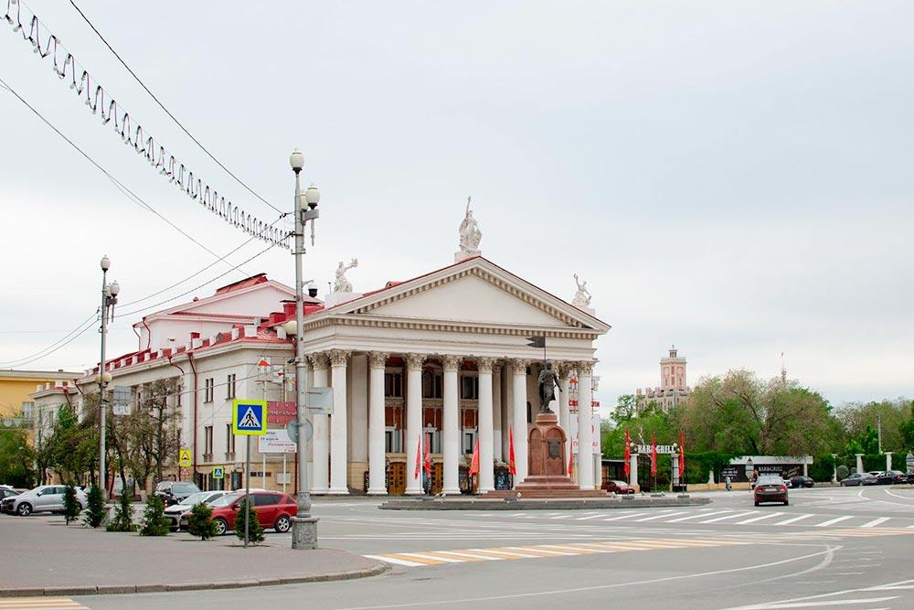 Здание НЭТа находится прямо в центре города