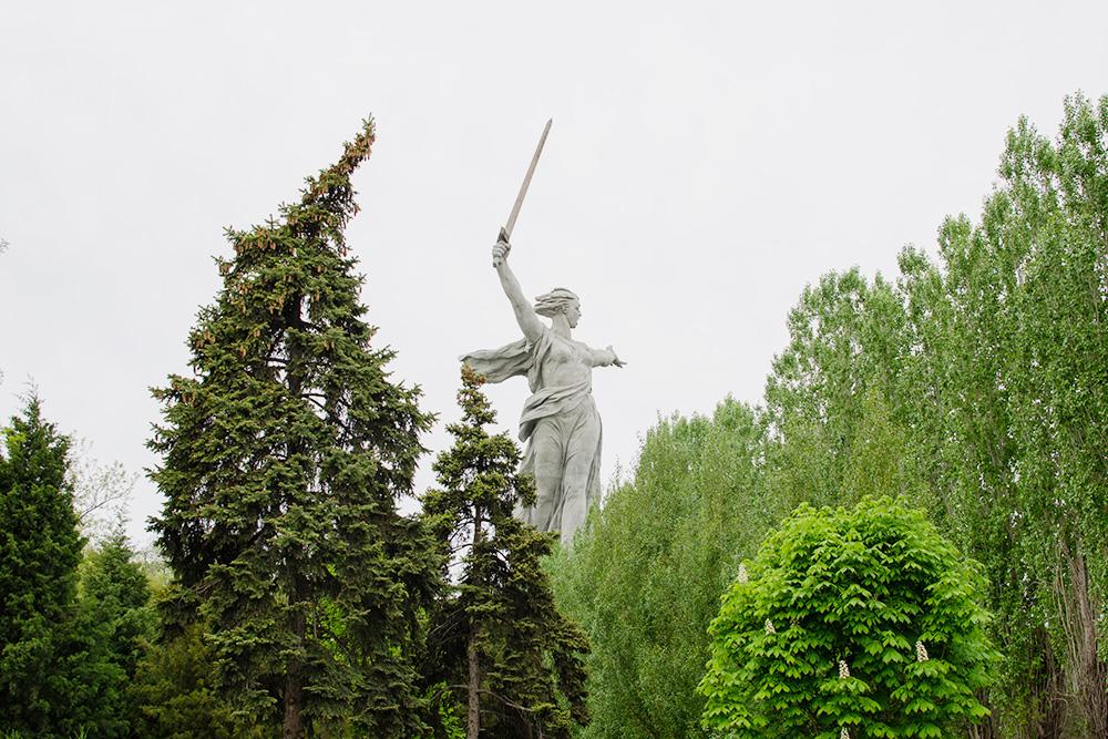 Скульптуру «Родина-мать зовет!» в2020году отреставрировали. Сейчас вновь можно подняться ксамому ееподножию