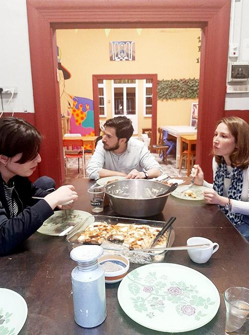 Гости из Франции и Венгрии за ужином