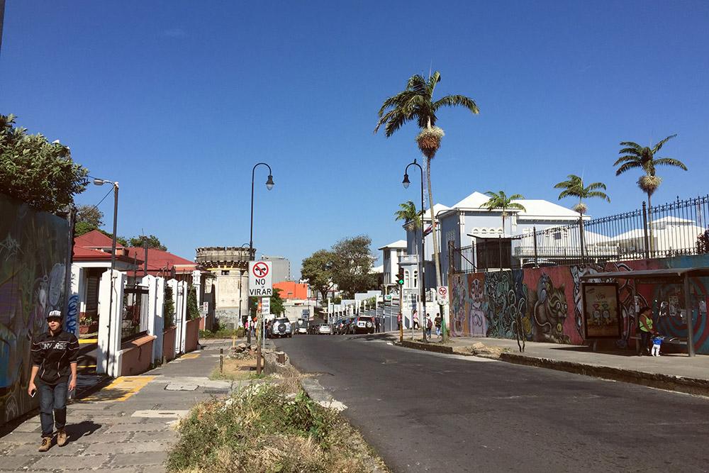 Соседство латиноамериканских пейзажей, колониальных зданий и памятников архитектуры на центральных улицах Сан-Хосе завораживает