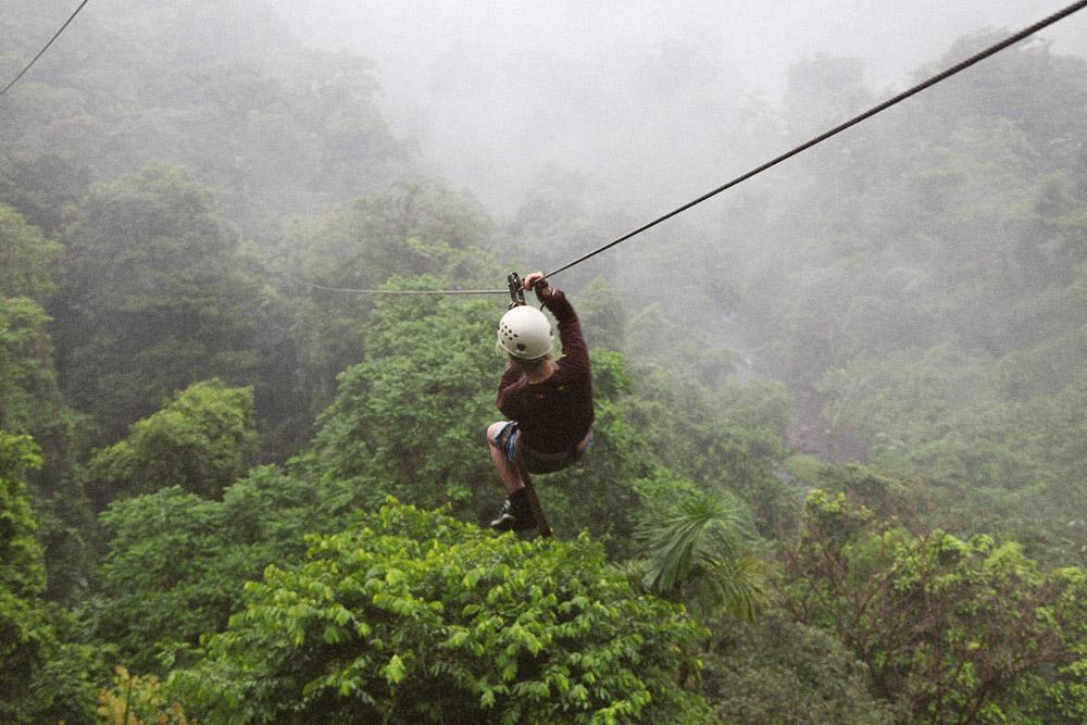 Канопи — аналог тарзанки в тропическом лесу. Стоимость — от 60$ с человека