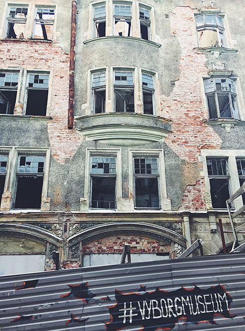 Состояние многих исторических зданий в центре города удручает