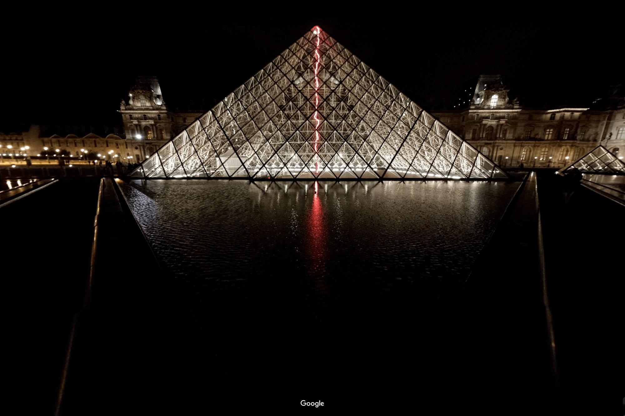 Прототипом стеклянной пирамиды Лувра была египетская пирамида Хеопса