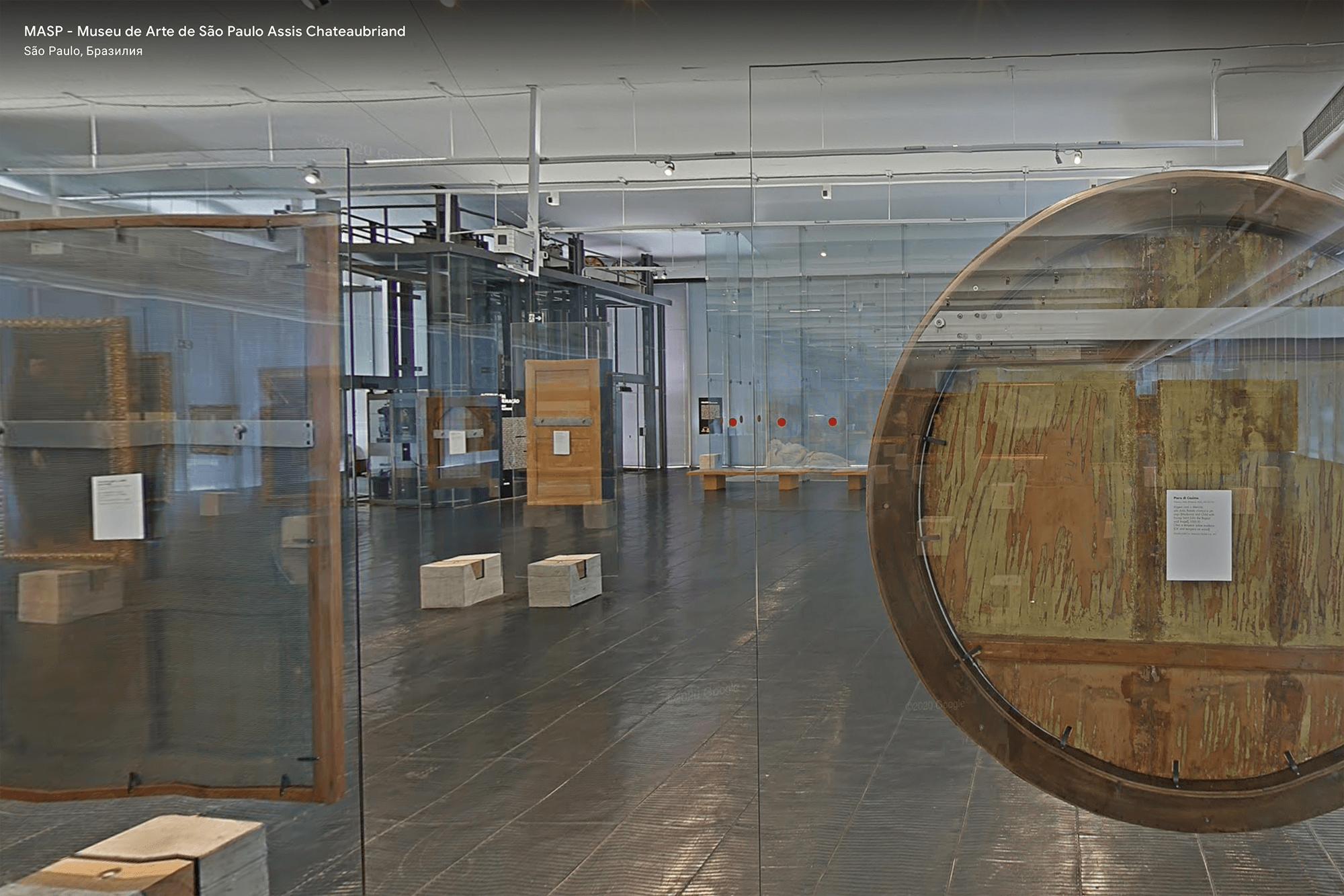 В музее можно рассмотреть даже изнанку картин