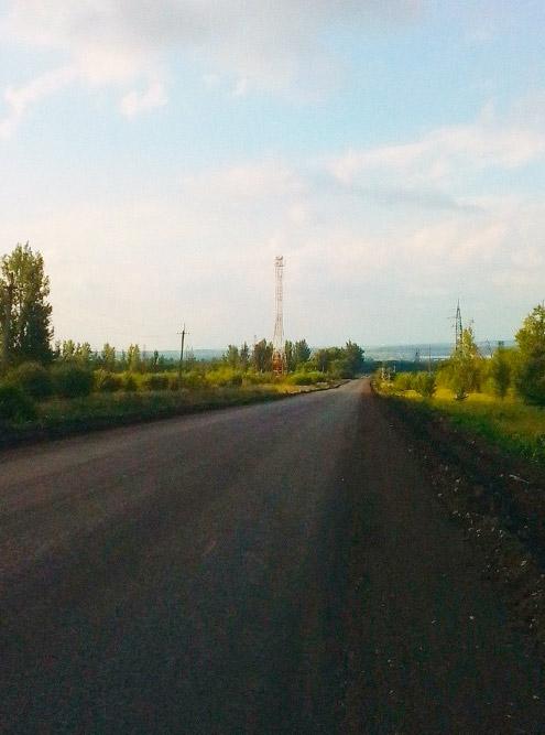 Вышка мобильной связи находится в 10 км от села по пересеченной местности, поэтому связь неустойчивая