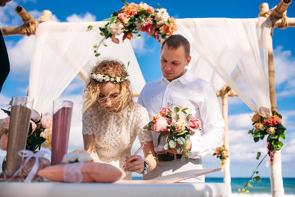 Букет невесты выглядел не так, как ожидалось. Но мы решили не обращать внимания на мелочи