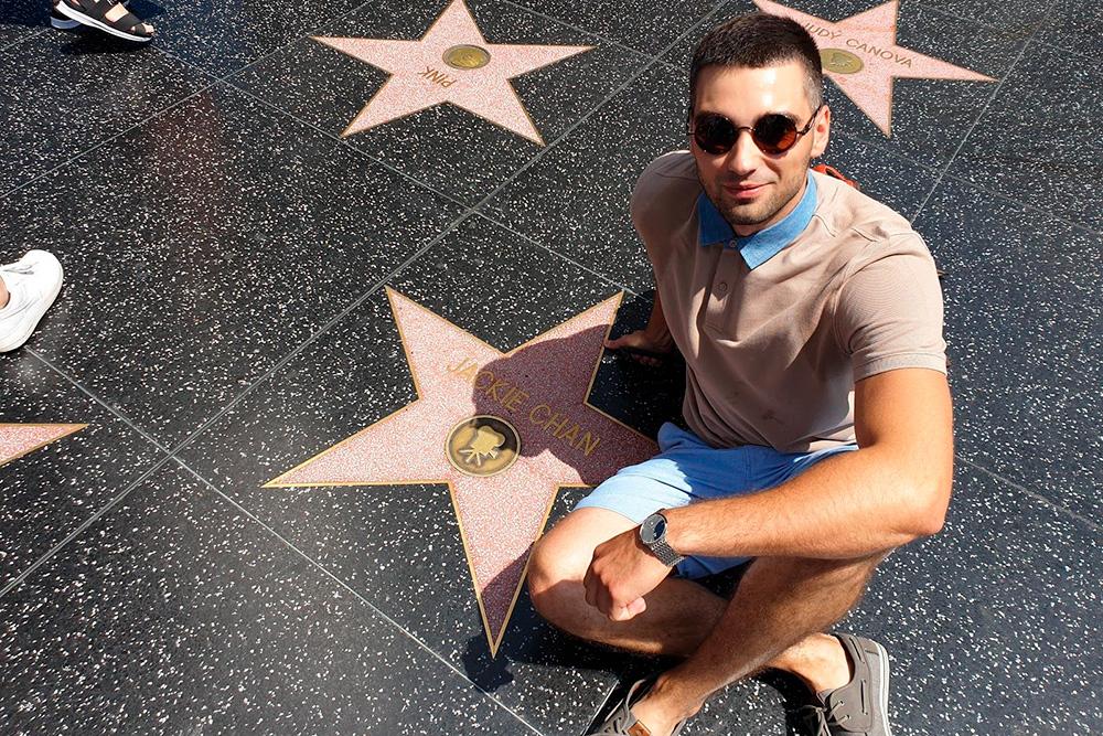 «Аллея звезд» в Голливуде. Чтобы найти нужную, лучше заранее посмотреть в интернете ее местоположение, потому что звезд там около 2500