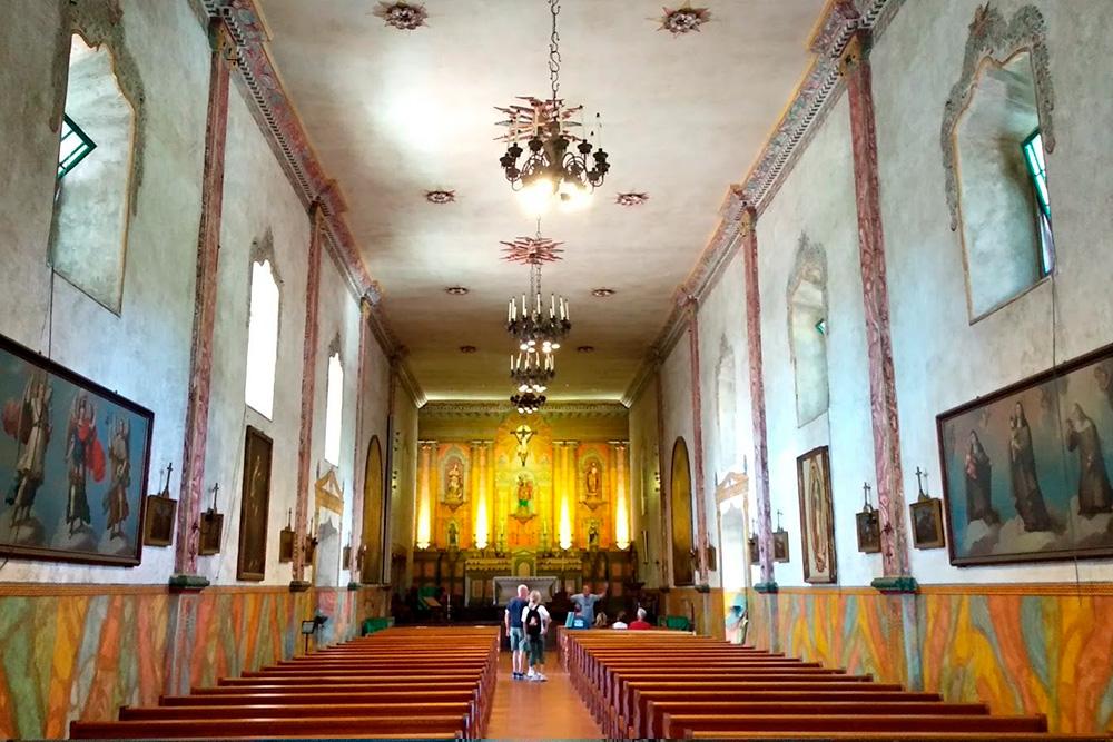 Вид изнутри миссии Санта-Барбары, известной по одноименному сериалу из 90-х. Вход бесплатный
