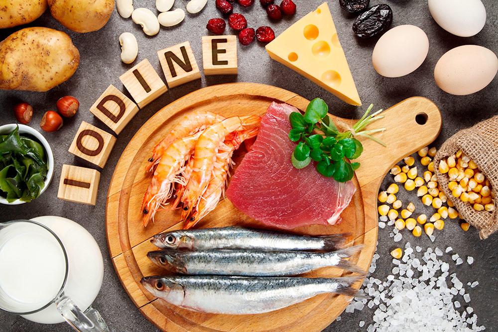 Если вы нелюбите рыбу, можно получить достаточно йода изпищи сдобавлением йодированной соли. Источник: Evan Lorne / Shutterstock