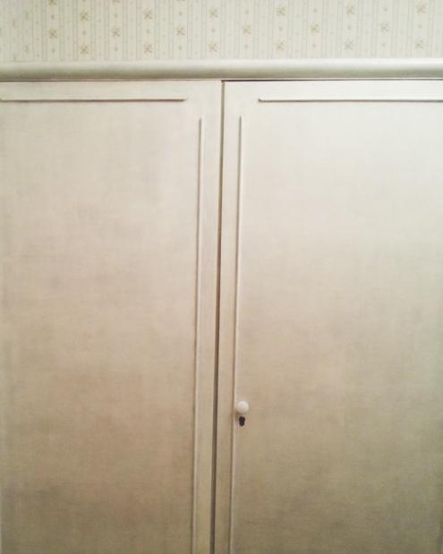 В итоге получился симпатичный светлый шкаф