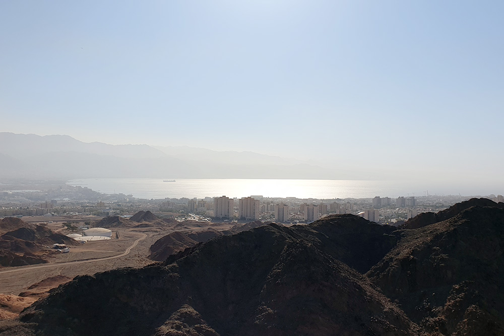 Это Эйлат и Эйлатский залив, он же залив Акаба. Фото: Даниил Куваев