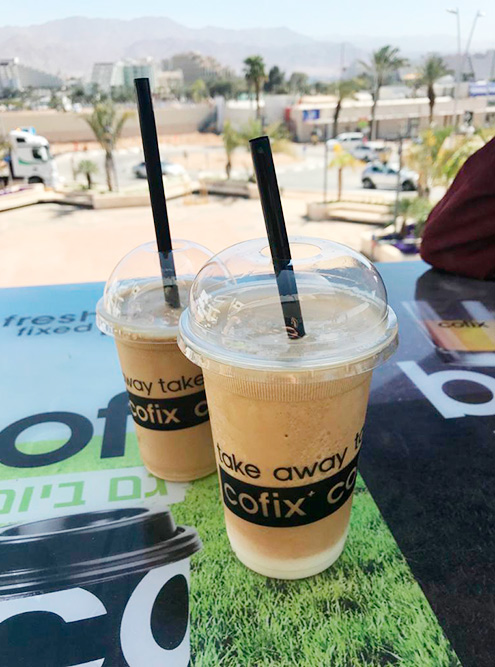 В «Кофиксе» можно взять холодный кофе с сиропом за 5 ILS (111<span class=ruble>Р</span>)