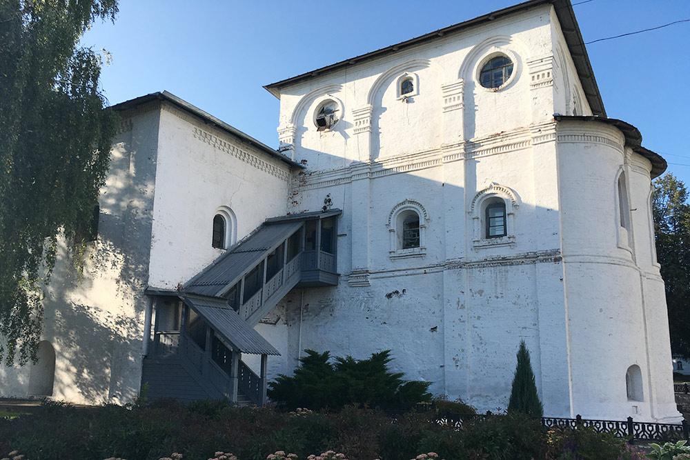 В бывшей трапезной теперь два музея: Слова о полку Игореве и «Трапеза по-ярославски»