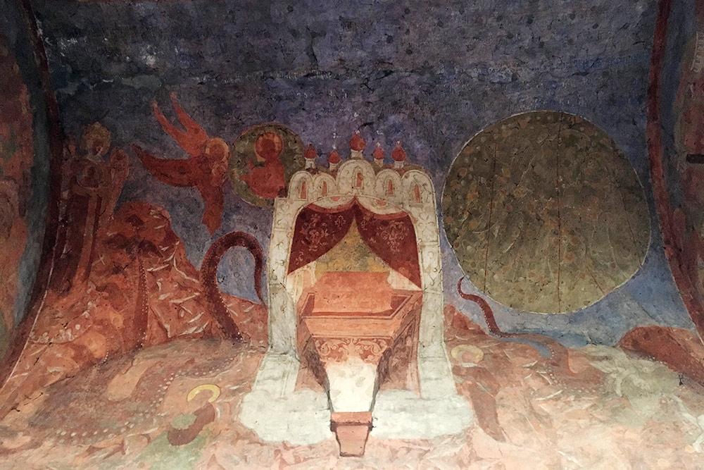 Фрески 16 века на своде входных ворот