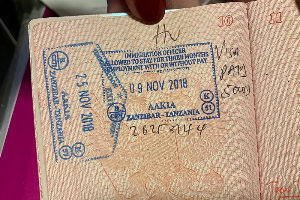Виза в Танзанию ставится по прилете на остров и стоит 50$ на человека. Визу в Арабские Эмираты тоже ставят в аэропорту, но бесплатно